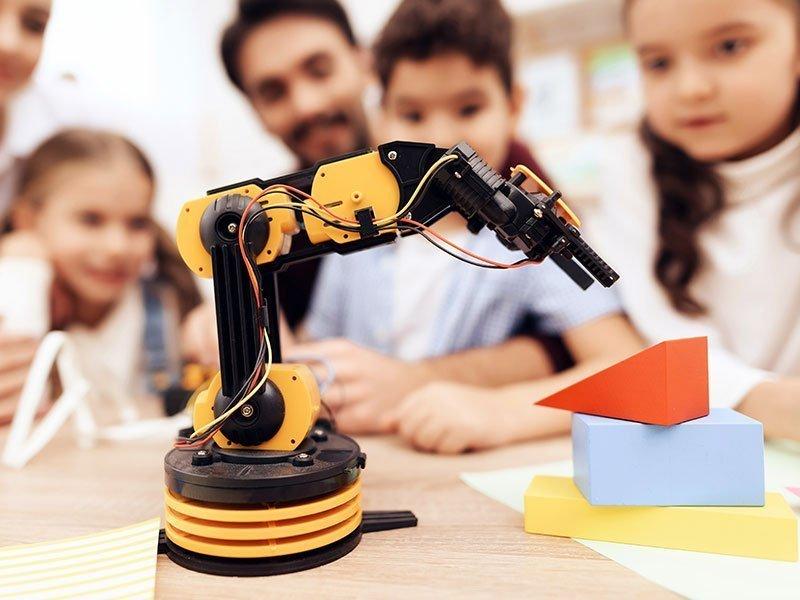 kids-learn-to-program-robots